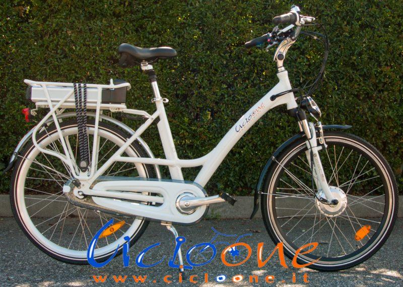 Bici elettrica Chiara colore bianco