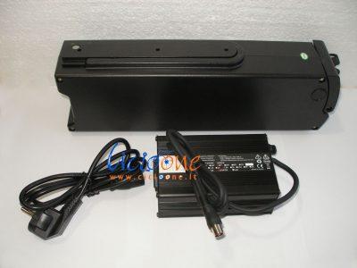 batteria litio ferro con caricabatterie