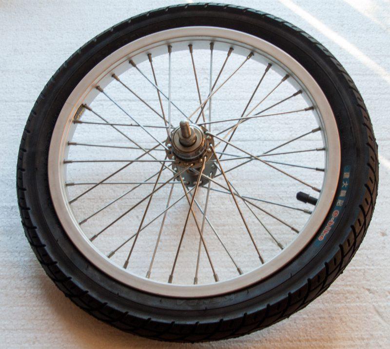 ruota completa raggi pneumatico
