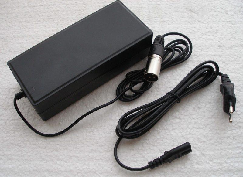 caricabatterie-36V-plastica-nero-economico-3-pin